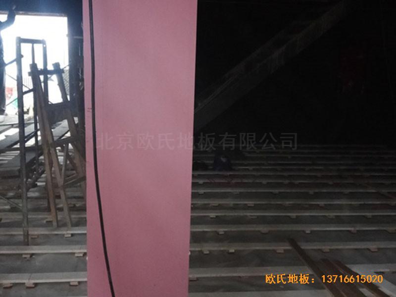 河北承德滦平一中升降舞台体育木地板铺设案例